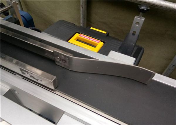 Máquina de etiquetado superior completamente automática para etiquetado de bolsas de sobres vacías de plástico