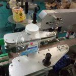 Máquina de etiquetado cuadrada de la etiqueta engomada de la botella de dos lados para los productos del cuidado personal